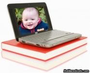 Laptop sobre os livros