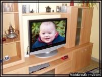 Televisão sobre a estante