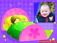 Menina dormindo com seu ursinho