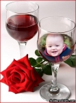 Taça de vinho e rosa