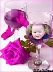 Taça de vinho, borboletas e rosa